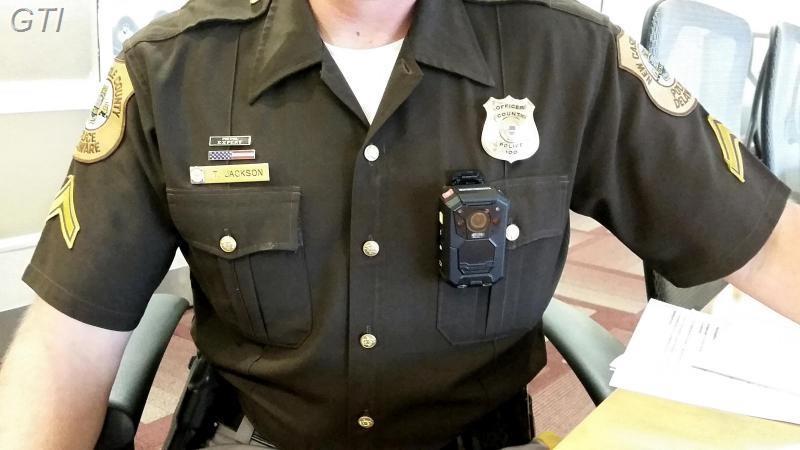 מצלמת גוף מקצועית לשוטרים/מאבטחים/פקחים/וכוחות הביטחון וההצלה   --כולל צג צבעוני